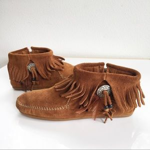 Minnetonka Moccasin 522 Suede Tan Concho Feather